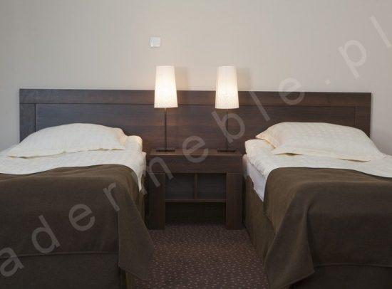 Meble hotelowe Ana, stolik nocny dla dwóch osób. Realizacja: Hotel A'PROPOS - Wałbrzych