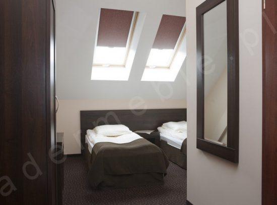 Meble hotelowe Ana, lustro w ramie. Realizacja: Hotel A'PROPOS - Wałbrzych