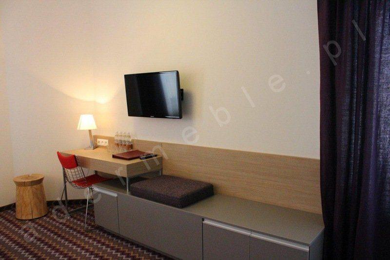 Meble hotelowe - system Megi, toaletka z pomocnikiem. Realizacja Hotel Sasanka - Szklarska Poręba
