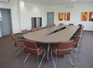 stół i krzesła konferencyjne