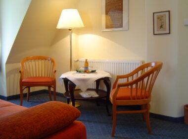 """Krzesła hotelowe w """"Pałac Łomnica"""""""